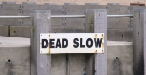dead-slow-sign-640x330
